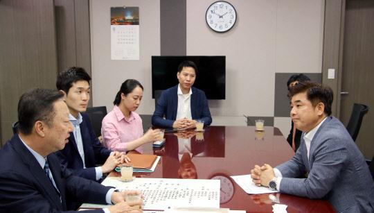 `규제개혁 전도사` 박용만, 또 국회 방문…스타트업 지원 읍소